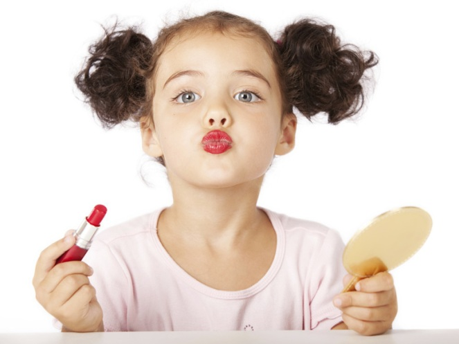Phenomene-les-petites-filles-se-maquillent-de-plus-en-plus-jeunes